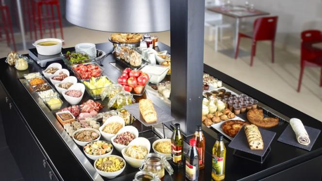 Buffet entrées - Campanile Marseille Martigues, Martigues