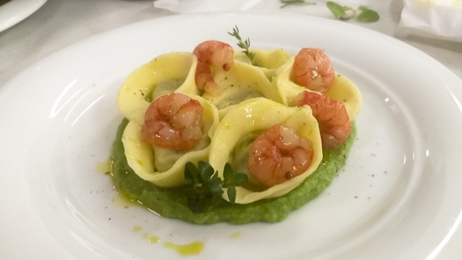 Raviolo ripieno di broccoli, acciughe e gambero rosso marinato al peperoncino. - Il Sipario del Gusto, Milan