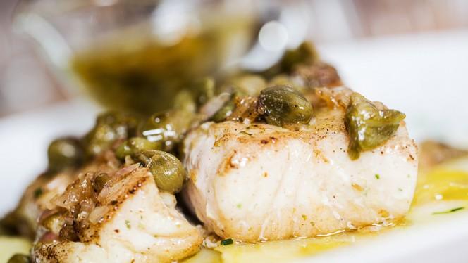 Pescado del día con mantequilla, alcaparras y limón - El Velázquez 17, Madrid