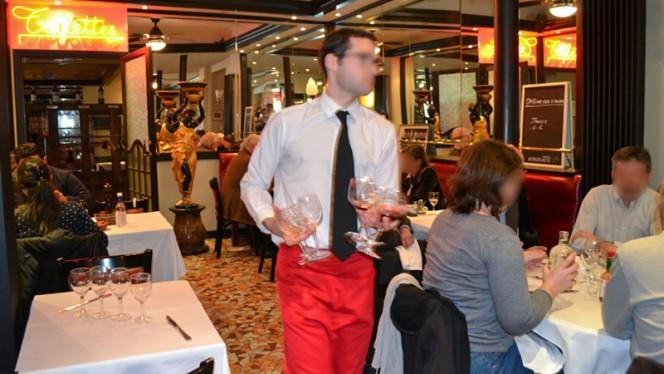 Le Service de l'Orléans - Brasserie de l'Orléans, Bordeaux