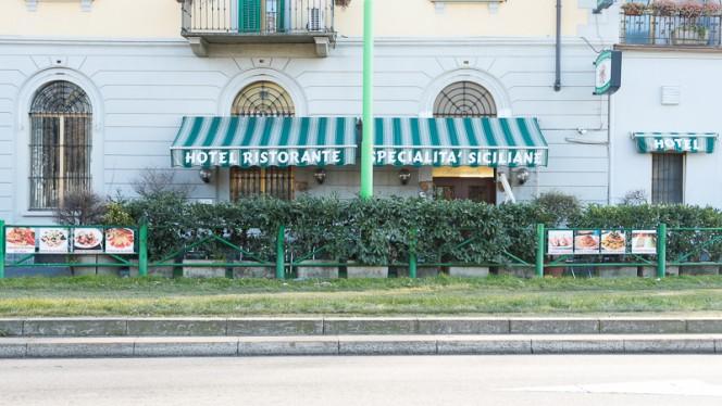 Esterno - Sicilia, Milan