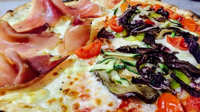 Pizza - La Taverna della Pizza, Rome