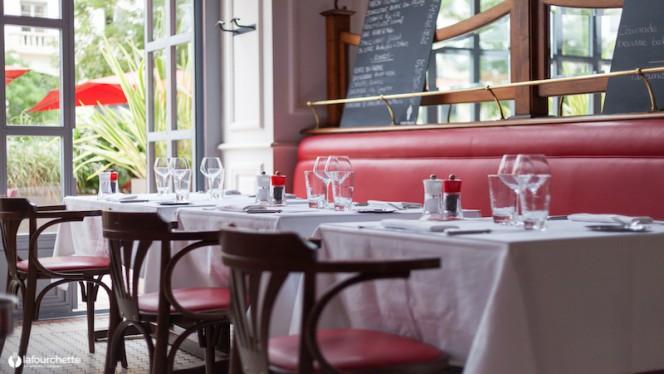 Table dressée de la salle - Le Splendid, Lyon