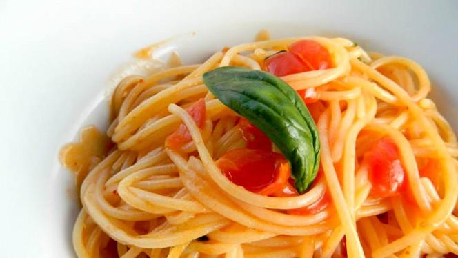 Spaghetti sugo e basilico - PaStation, Firenze