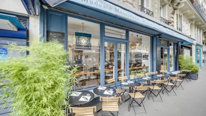 Entrée - Madame Messieurs, Paris