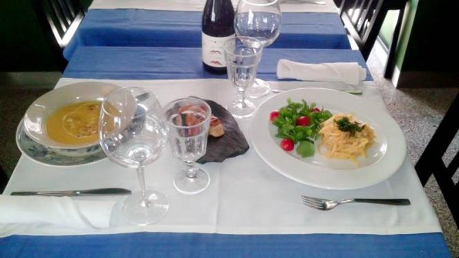 detalhe da mesa - KARMA, Lisboa