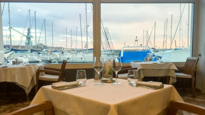 table - Le Fayollas, Marseille