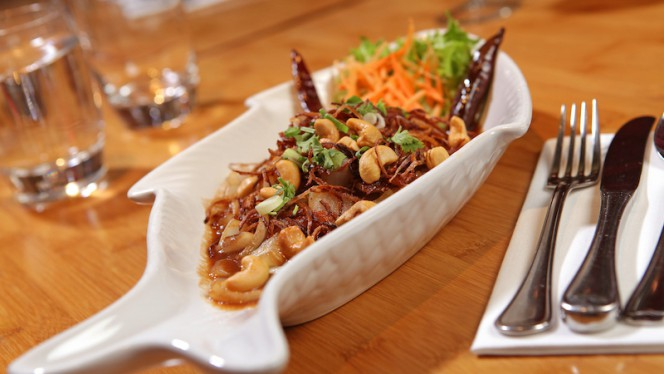 Kai Pad Med Mamuang - Kinnaree Thai Cuisine, Amsterdam