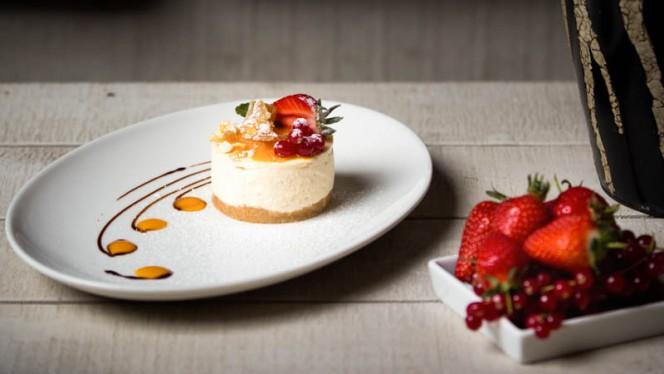 Cheesecake fraise-groseille - Café du Marché Carouge, Carouge