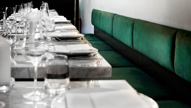 Detail van de tafel - Tanta Roba, Den Haag