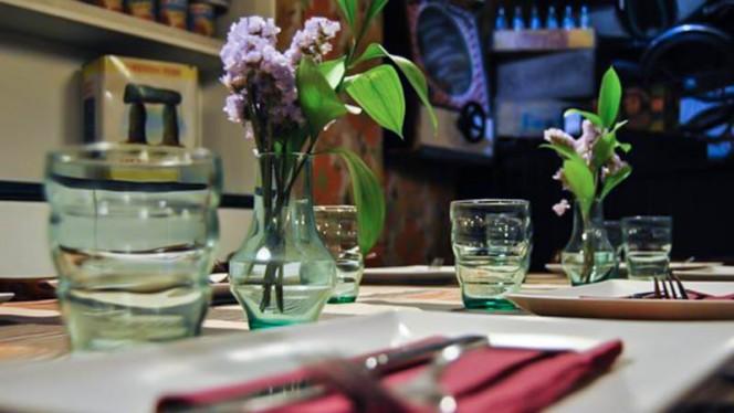 Detalle mesa - Delicatessen, Ávila