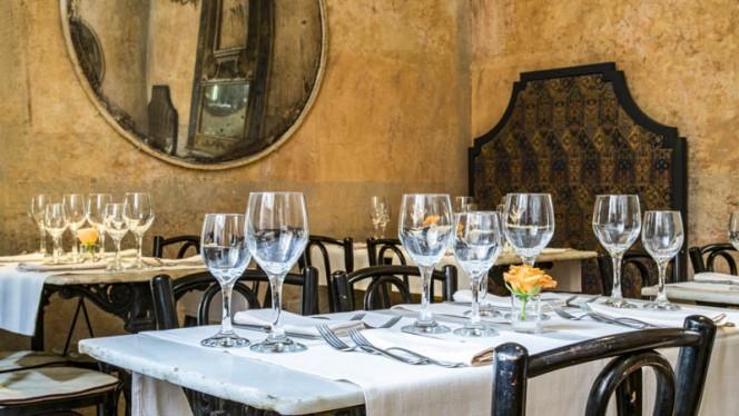 Veduta dell interno - Camera con Vista Bistrot, Bologna