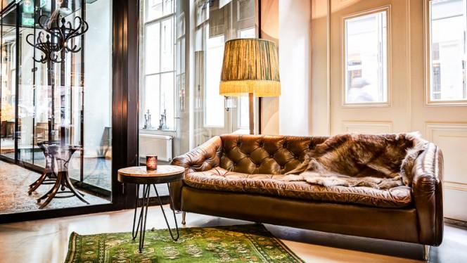 wachtruimte - The Lobby Nesplein Restaurant & Bar (Hotel V), Amsterdam