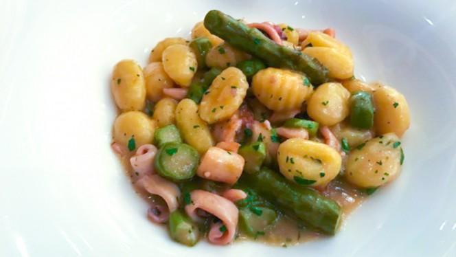 Gnocchi di patate asparagi e calamari - Nu Italian Restaurant- 6° piano, Milan