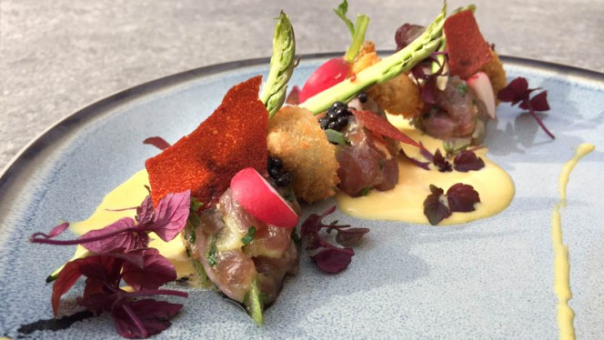 Red tuna tartar | grilled green asparagus | mussels | bouillabaisse - Icones, Brussels