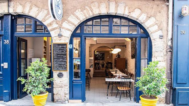 Façade - Les Flaconneurs Bistro, Lyon
