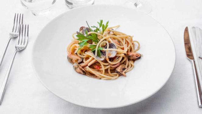 Spaghetti di Gragnano con frutti di mare - Centena Trattoria Urbana, Milan