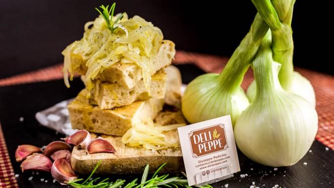 Focaccia cebolla caramelizada - Deli Peppe, Madrid