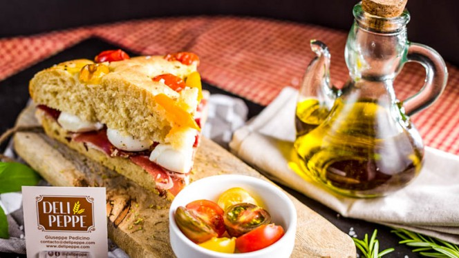 Focaccia jamón y mozzarellina - Deli Peppe, Madrid