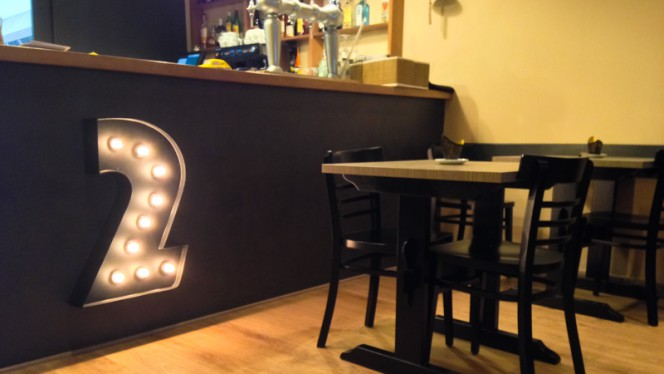 Detalle decoración - Dos Mons Grill, Barcelona