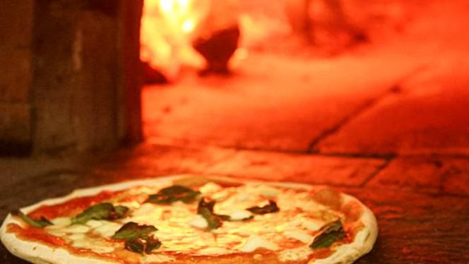 Pizza margherita - La Tavernetta, Milano