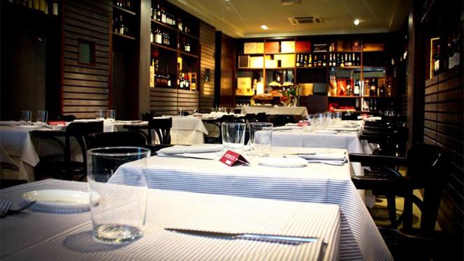 Vista della sala - Taverna Visconti Trattoria di mare e Pizzeria Partenopea, Milan
