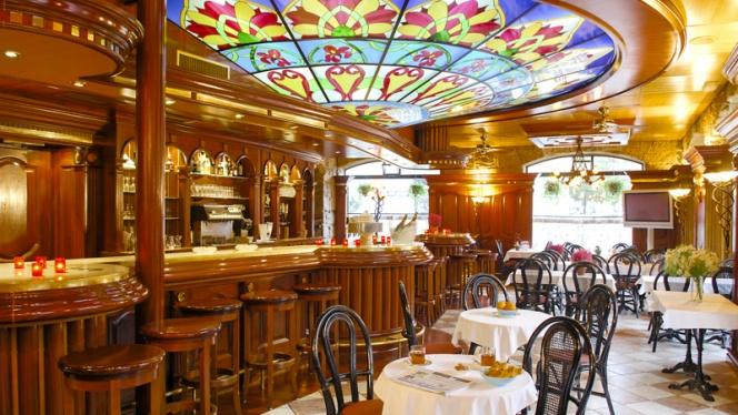 Salle et bar - Café de la Gare, Genève