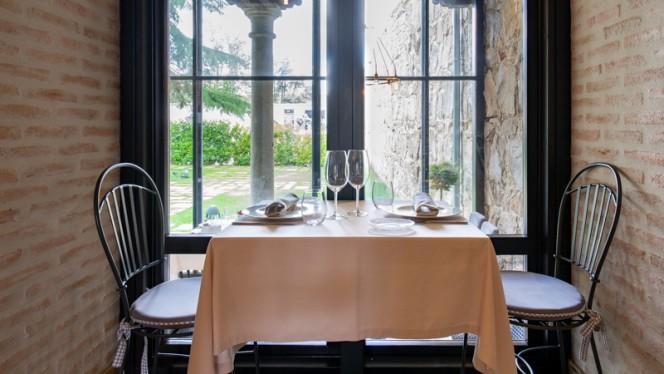 Detalle mesa - Sofraga Palacio, Ávila