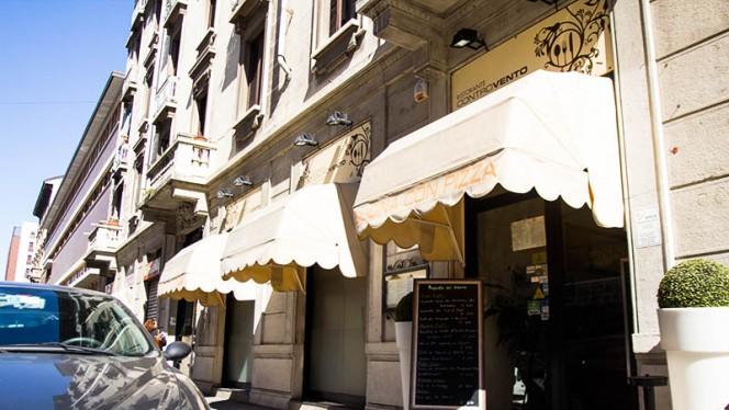 Entrata - Controvento, Milano