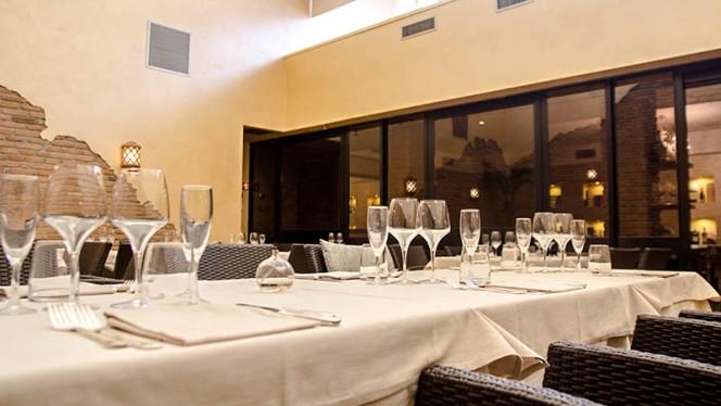 Particolare tavolo - Controvento, Milano