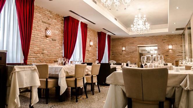 Vista sala dal bar - Controvento, Milano