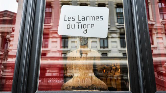 Décoration devanture - Les Larmes du Tigre, Brussels