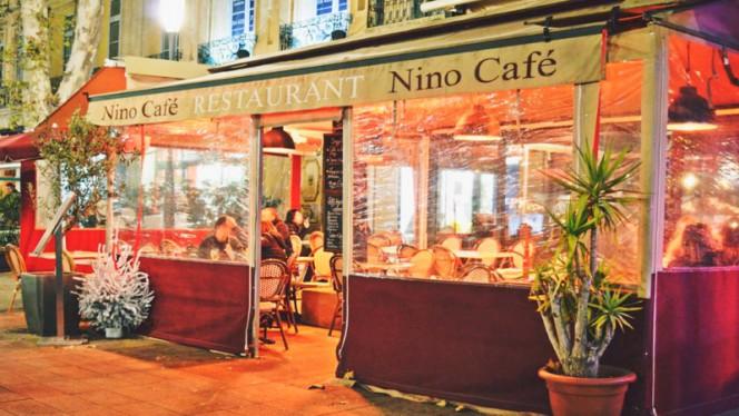 VU de nuit extérieur café - Nino Café, Aix-en-Provence
