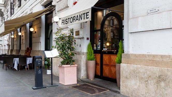 Entrata - Eleonora D'Arborea, Roma
