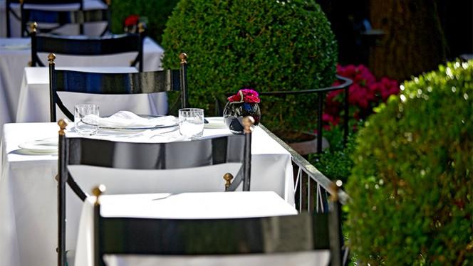 Particolare tavolo - Assaje, Rome