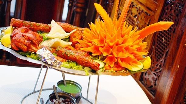 Poulet Tandoori rouge, chiche kebab, samoussa - Old Kashmir, Paris