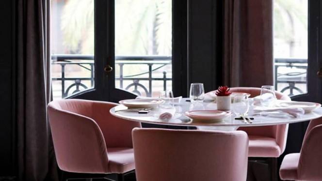 Detalle mesa - The Little Queen- Hotel One Shot Palacio Reina Victoria 04, Valencia