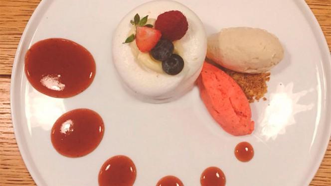 Suspiro rechado com molho mousseline - Open - Brasserie Mediterrânica, Lisboa