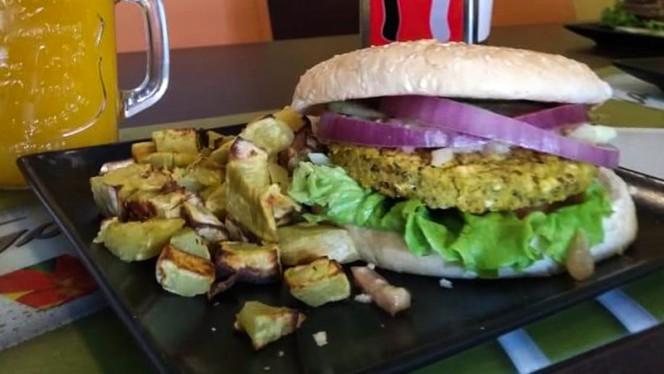 Hambúrguer vegetariano de quinoa - Izzy Casual Food, Lisboa