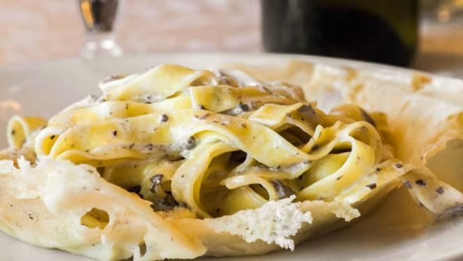 Fettuccine al Tartufo in crosta di parmigiano - La Cascina,