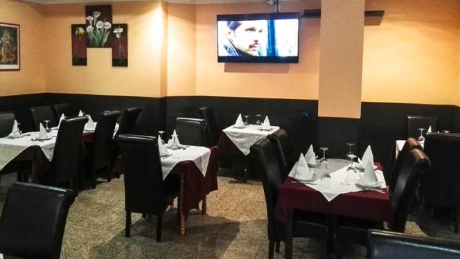 Vista de las mesas - Delicias de India, Leganés