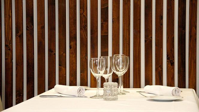 Detalle mesa - Mares de Finisterre, Madrid
