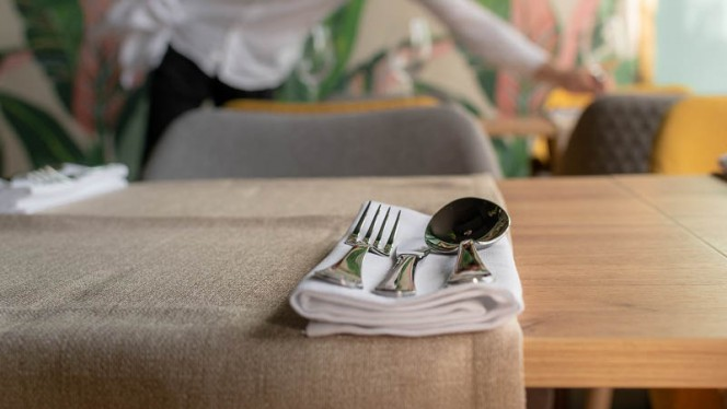 Detalhe da mesa - Ó Conde, Lisboa