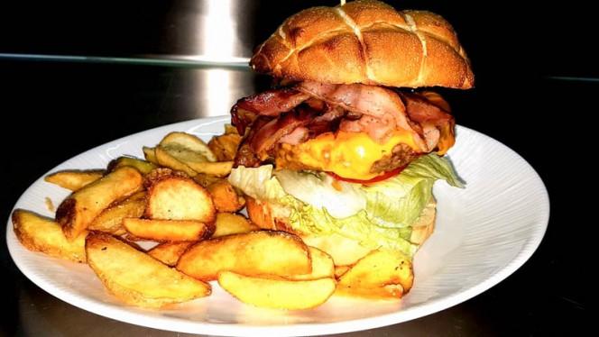 Bacon-cheese burguer - RASNA  Birreria - Bistrot & Burger _ Cocktail Bar, Firenze