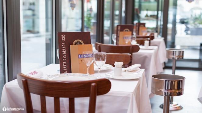 détail tables veranda - Brasserie Le Nord, Lyon