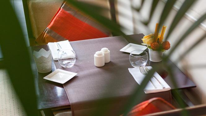 Table - Le Lounge - Warwick Reine Astrid, Lyon