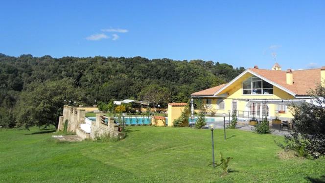 Veduta del Giardino e della Piscina - Agriturismo Il Casale delle Ginestre, Fiumicino