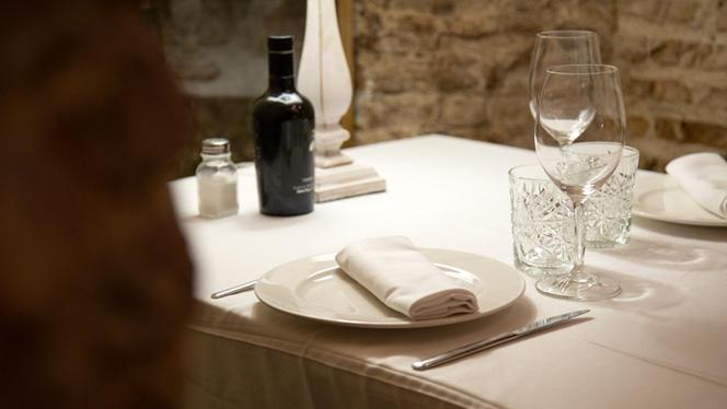 Detalle mesa - Bodega de los Secretos, Madrid