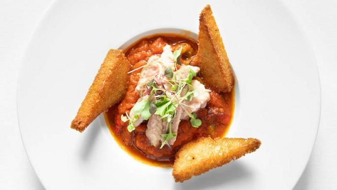 Ensopado de enguia molho de tomate fresco, pimentos assados, hortelã da ribeira, pão frito em azeite - Can The Can, Lisboa