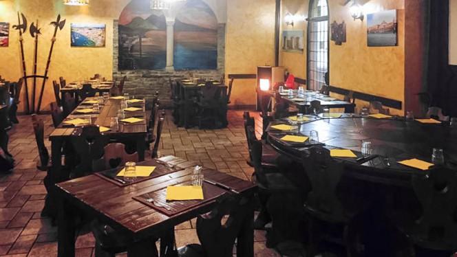 Sala - La Taverna, Milan